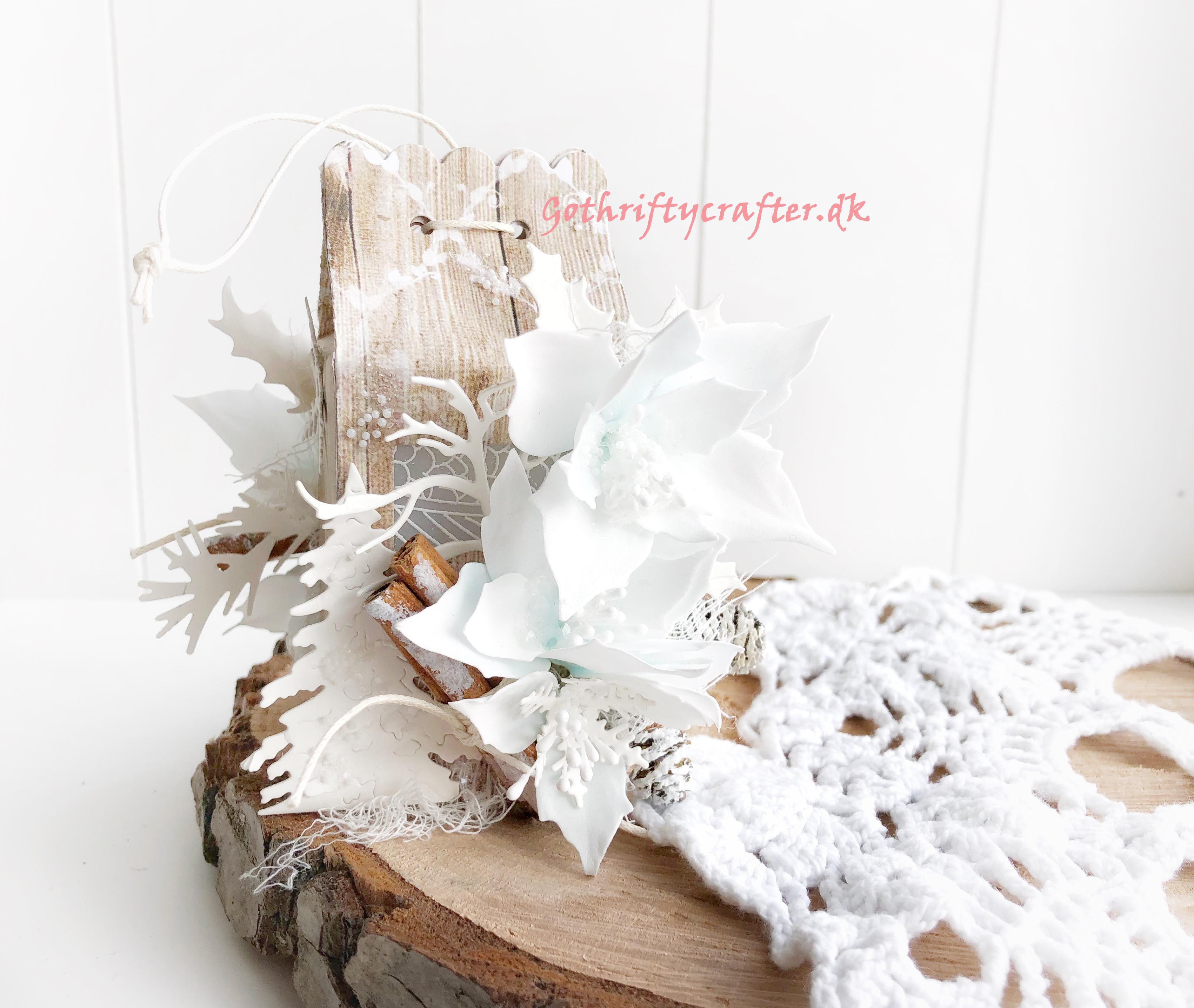 Gothriftycrafter Fabrika Decoru winter white snow foamiran flowers cinamon crystal wood house gift box Christmas New yearJPG