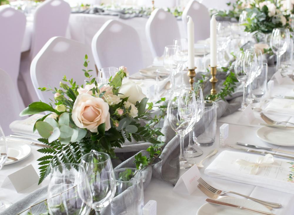 blomsterarrangemang bröllop pris