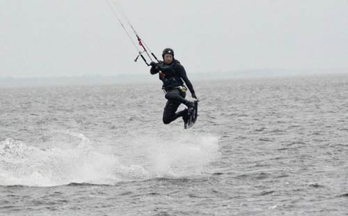The iconic view of kitesurfing, is a kitesurfer jumping high through the air. Learn good techniques